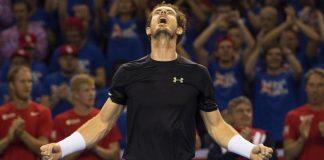 Andy Murray esulta dopo aver riportato la Gran Bretagna in finale di Coppa Davis