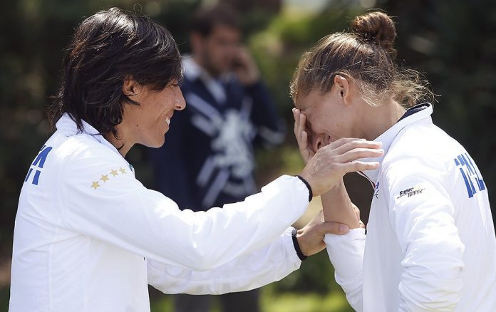 Fed Cup, Errani ko in lacrime. Slovacchia avanti