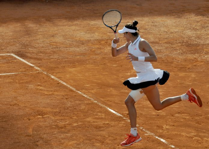 Halep travolge Kontaveit: semifinale con la Bertens. Fuori Venus