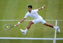 Djokovic in azione a Wimbledon.